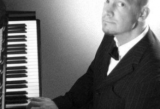 Pianist Oliver Töngi