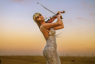 Cross-over violinist